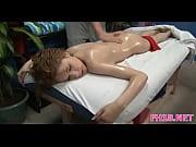 Госпожа кормит грудью рабыню