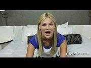 Девушка мостурбирует пальчиками и сладко кончает видео