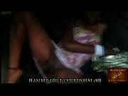 Онлайн видео голая женщина позирует художнику