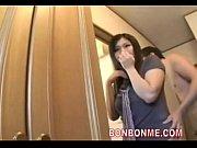 べっぴんのビデオ。不倫症のビッチな美奥様が夫の留守中に男を家に上げる【人妻】