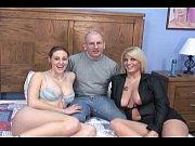 Секс видео волосатых мастурбирующих мам с подглядыванием