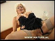 Ебут одну русскую женьщину блондинку взрослую впятиром порно