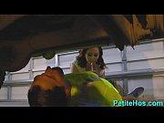 Видео красивые бабы онанируют дома перед веб камерой