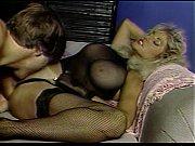 Голая полная позирует перед сексом