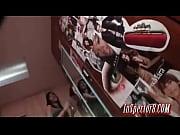 порно видео вставили шланг и включили воду