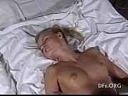 Порно как засовуют руку в писю