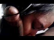 Видео женщины ласкающей клитор