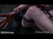 Лизбиянки всякие предметы запихивают в жопу видео