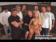Блондинка с большой натуральной грудью дала парню