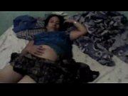Девушка трахается с электровибратором