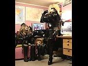 Русские порно тёти с группой молодых парней изучают длину членов