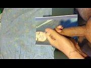 Брюнетка с татуировкой на руке с хвостом порно
