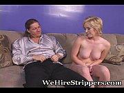 Порно видео парень руками трогает киску девушке