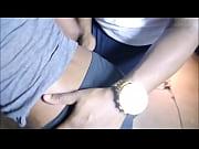 Доктор трогает попу и грудь девушки