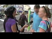 Порно девушка лижет попки у стариков видео