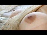 Видео мужик ковыряет телке анус кулаком