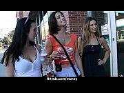 Молодые студентки развлекаются порно видео