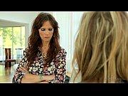Порно видео домохозяйка развешивала белье