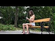 Видео под юбками у девушек нет трусиков