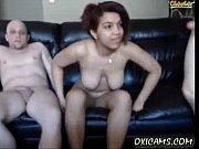 Секс2 девушки одна засунула другой в жопу толстый самотык