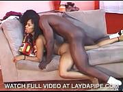 Девушка мускулистая бьет по яйцам мужика бдсм видео
