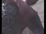 Зрелая женщина в норковой шубе зимой засветила чулки под юбкой