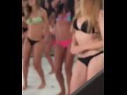 Девчонки маструбируют на парней видео