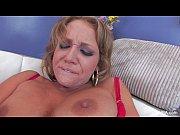 Порно залес собственной маме под юбку видео