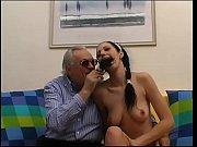 Порно парень лижет женскую киску