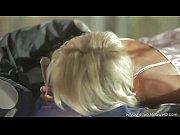 Порно целка трогает член руками