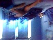 Молодые лезбияночки играют с огромным дилдо анал