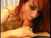Милая девушка занимается сексом видео