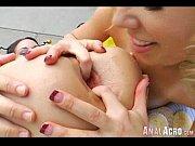 Лизбиянки с большими половыми губками видео