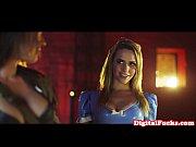 Порно ролик трое ебут в одну попку