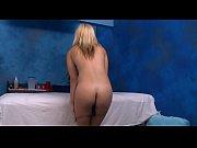 Женщина раздвигает ноги чтобы ей полизали пизду