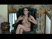 Женщина трахает мужа в постели видео