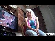 Видео девушка застовляет парня дизать ей ноги и письку