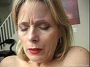порно бабушка копает в теплице