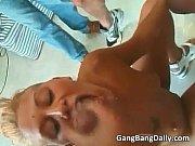 Порно онлайн с сексуальным грудастым трансом