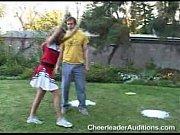 pige bliver slået efter audition