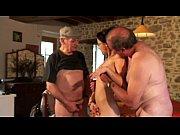 Папа увидел голую дочь и не выдержал