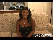 Мастурбация красивой молодой девушки с бритой киской видео