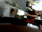 Девушки с анальными шариками ходят по улице