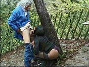 Грудастая мамаша соблазняет друга сына