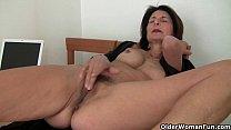 Сын подглядывает за матерью как она мастурбирует