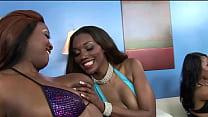 Мама учит дочь сексу лезби со стропоном