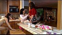 Смотреть лисбиянки мамочка застукала двух девушек