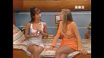 Babsy Et Isabelle Bouysse Sexy En Mini Jupe