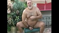 Gordo gay enfiando consolo na bunda