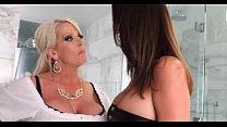 Порно в офисе блондинка в красном платье